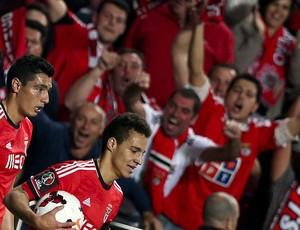 Cardozo e Rodrigo gol Benfica x Porto (Foto: EFE)