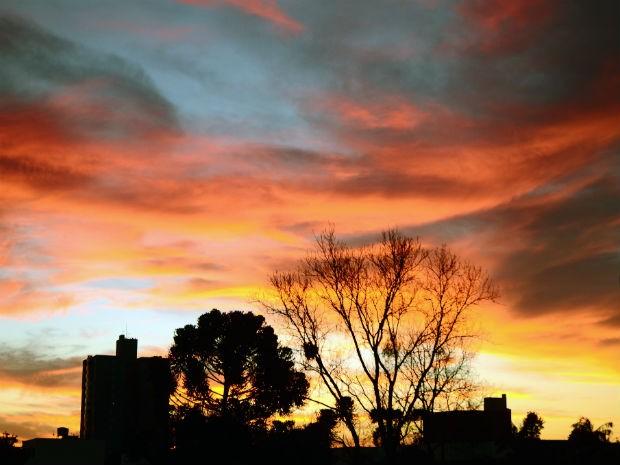 Céu colorido em Cascavel (Foto: Rafael Spoladore/Vc no G1)