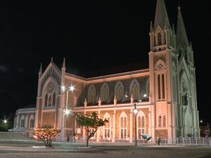 Igreja Catedral do Sagrado Coração de Jesus é reaberta (Foto: Reprodução/ TV Grande Rio)