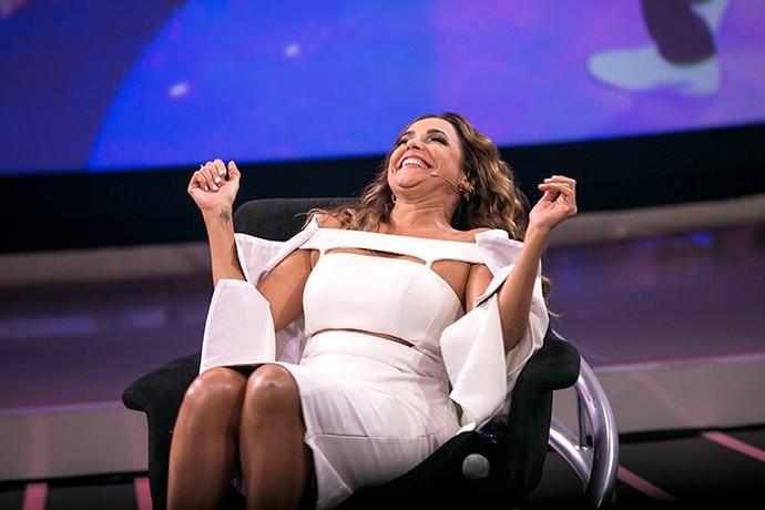 Daniela Mercury feliz da vida em sua cadeira (Foto: Isabella Pinheiro/Gshow)