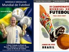 Colecionador tem 1.000 moedas e medalhas alusivas a Copas do Mundo