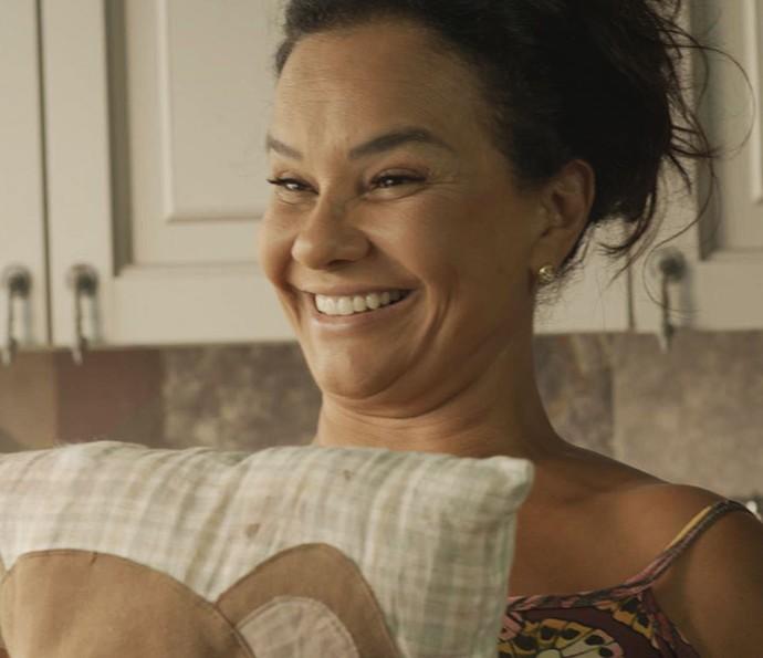 Mas Vanda aparece com a almofada verdadeira! (Foto: TV Globo)