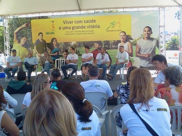 Roda de conversa é uma das atividades do Dia Mundial da Saúde em Porto Alegre (Foto: Vanessa Felippe/RBS TV)