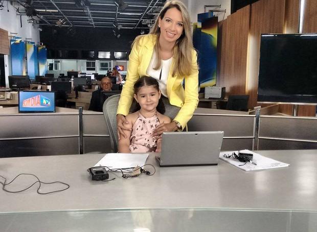 A pequena Mariana se diz admiradora da jornalisrta Janaína Bordalo (Foto: Robert Oliveira/G1)