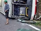 Passageiro tenta assumir direção e ônibus tomba em Wenceslau Braz