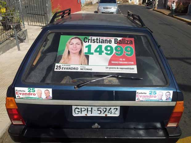 A propaganda da candidata com o número errado. (Foto: Tiago Campos / G1)