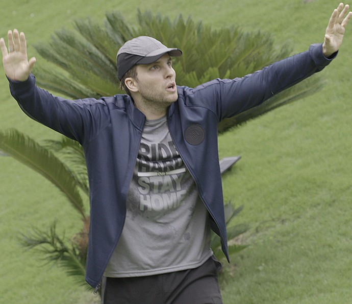 Thiago Fragoso no Domingo Pesado (Foto: TV Globo)