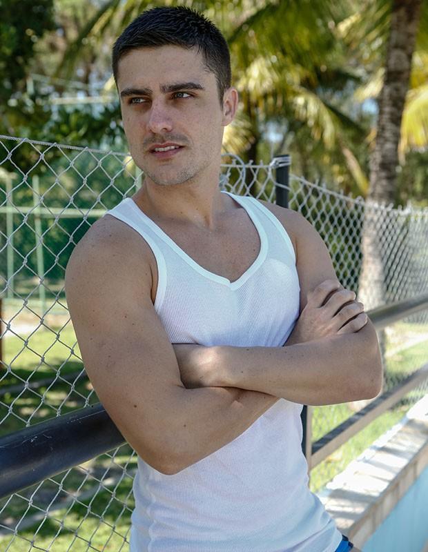 Guilherme Leicam interpreta Gustavo em Alto Astral, o irmão mais novo de Laura (Nathália Dill) (Foto: Fábio Rocha/Gshow)