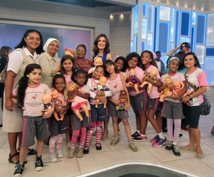 Fátima Bernardes com todos os convidados do programa (Foto: Viviane Figueiredo Neto/Gshow)