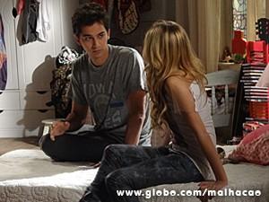 Ben conversa com Sofia sobre Miami (Foto: Malhação / TV Globo)