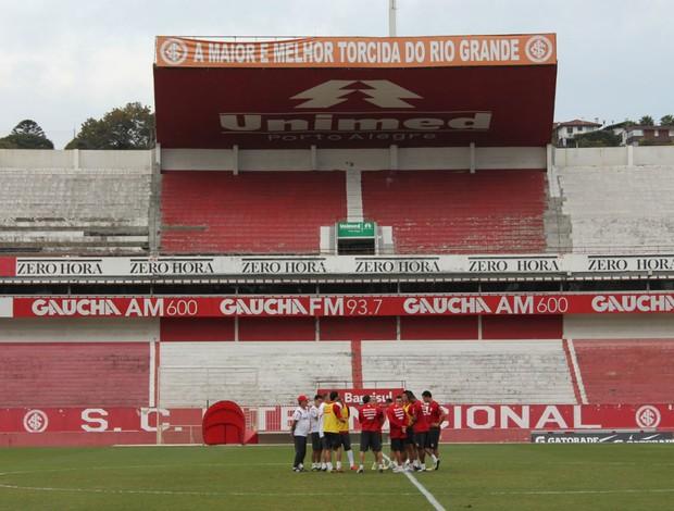 Dorival encaminha o time para encarar o Botafogo (Foto: Diego Guichard/GLOBOESPORTE.COM)