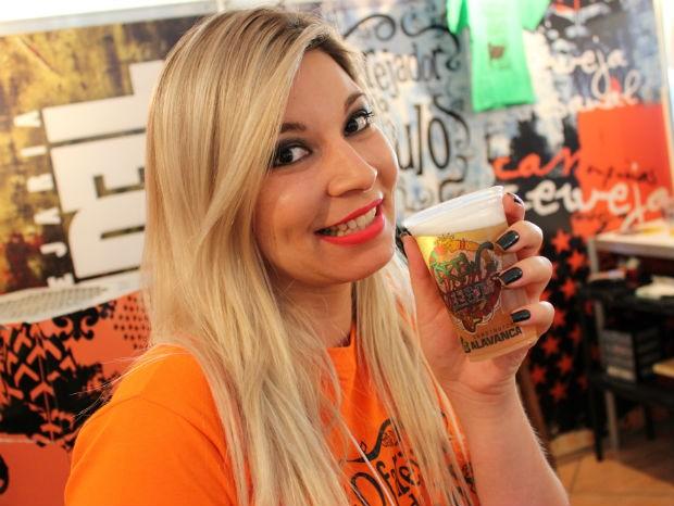Evento atrai amantes de cervejas artesanais para apreciar a bebida (Foto: Jomar Bellini / G1)