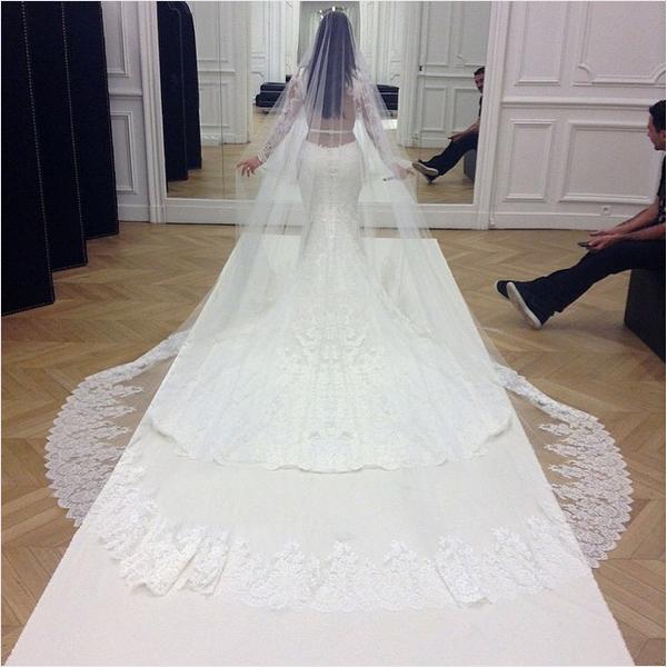 Uma foto do casamento de Kim Kardashian compartilhada por Kris Jenner (Foto: Instagram)