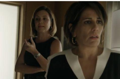 Adriana Esteves e Gloria Pires em cena de 'Babilônia (Foto: Reprodução)