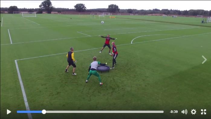BLOG: Você já viu isso? Norwich usa trampolim para treino insano com quatro goleiros