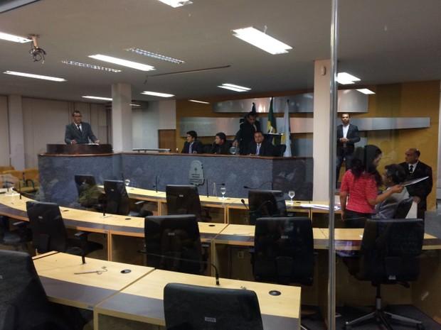 Vereadores durante sessão extraordinária (Foto: Cassiano Rolim/TV Anhanguera)