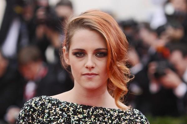 Kristen Stewart já não era tão querida pelo público por conta de sua personalidade apática quando sua traição a Robert Pattinson foi revelada e a simpatia que restava em relação a ela acabou de vez (Foto: Getty Images)