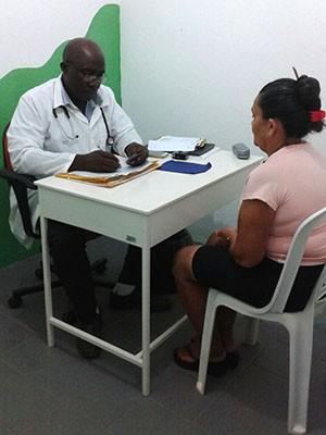 Pacientes dizem que médico cubano é mais atencioso (Foto: Karina Soares)