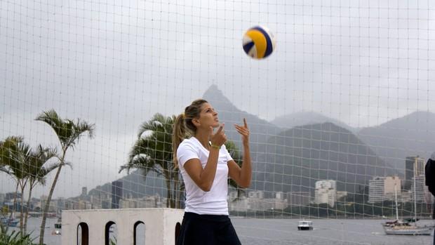 Mari Paraíba ainda treina sem atacar ou pular (Foto: Alexandre Sattamini/SporTV.com)