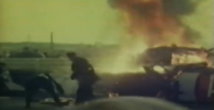 A equipe médica e os bombeiros pouco puderam fazer para evitar o alto número de vítimas fatais em Le Mans (Foto: Reprodução)