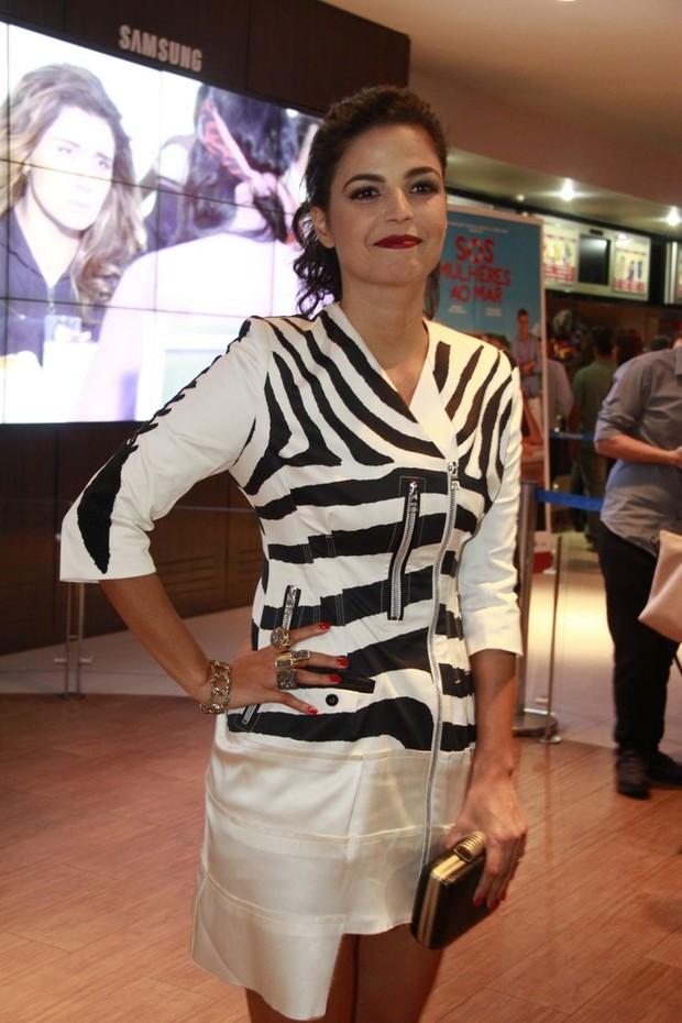 Emanuelle Araújo em pré-estreia no Rio (Foto: Isac Luz / EGO)