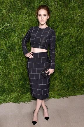 Atriz Rachel Brosnahan em prêmio de moda em Nova York, nos Estados Unidos (Foto: Dimitrios Kambouris/ Getty Images/ AFP)