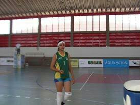Tayla Santos atualmente joga pela equipe infantil do COB (Foto: Arquivo Pessoal)