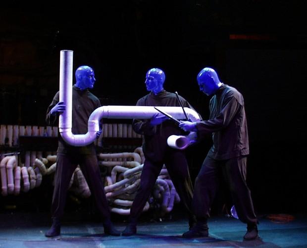 Apresentação com o Drumbone, outro instrumento típico do Blue Man Group. (Foto: Caldeirão do Huck/ TV Globo)