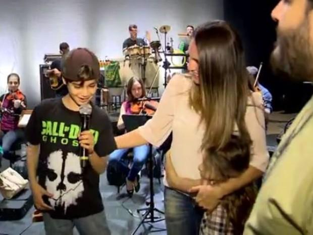 Menino cantou e dançou canções de Bob Marley (Foto: Reprodução/RBS TV)