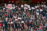 Em dia de protestos contra Wenger, Arsenal vence o Norwich e respira