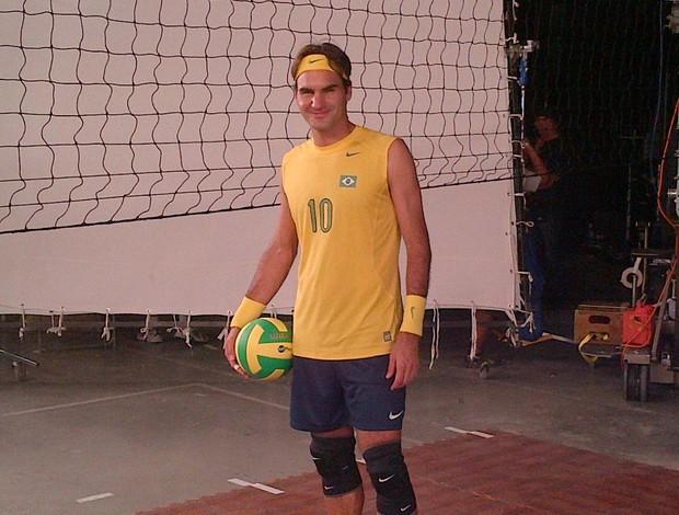 Roger Federer com a camisa da seleção de vôlei (Foto: Reprodução)