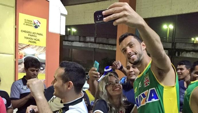Nenê treino Belém Selfie (Foto: Sofia Miranda / GloboEsporte.com)