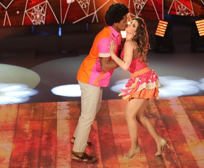Mariana Santos também teve beijo na coreografia (Foto: Carol Caminha / Gshow)