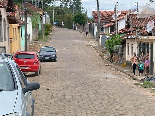 Cerca de 900 moradores do bairro em Estiva sofrem com problemas de abastecimento (Foto: Reprodução EPTV)