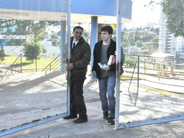 João foi o primeiro a sair do local de prova da OAB em Campo Grande (Foto: Fernando da Mata/G1 MS)