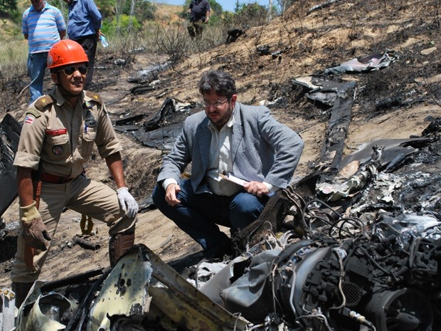 aeronave cai na bahia (Foto: Henrique Peixoto / Itamaraju Notícias)