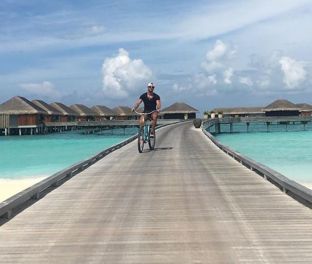 Marido de Talula Pascoli, Zinho Alves, no resort em que eles estão nas Ilhas Maldivas (Foto: Reprodução/Instagram)