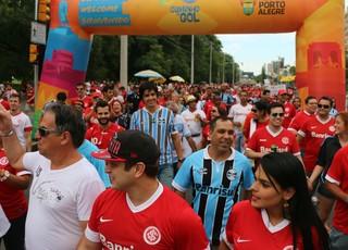 Torcida do Inter Grêmio torcedores Gre-Nal Caminho do Gol (Foto: Eduardo Moura/Globoesporte.com)