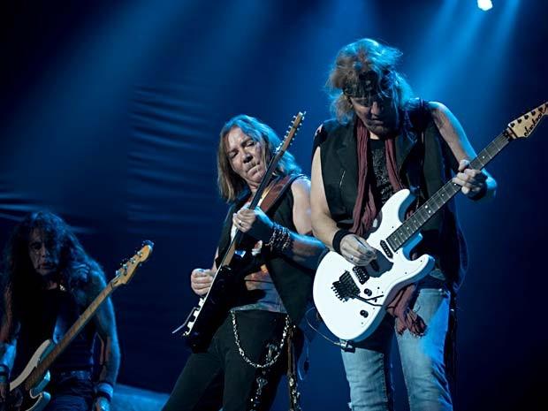 Os músicos Steve Harris, Dave Murray e Adrian Smith, do Iron Maiden, durante show em Brasília (Foto: Alexandre Bastos/G1)
