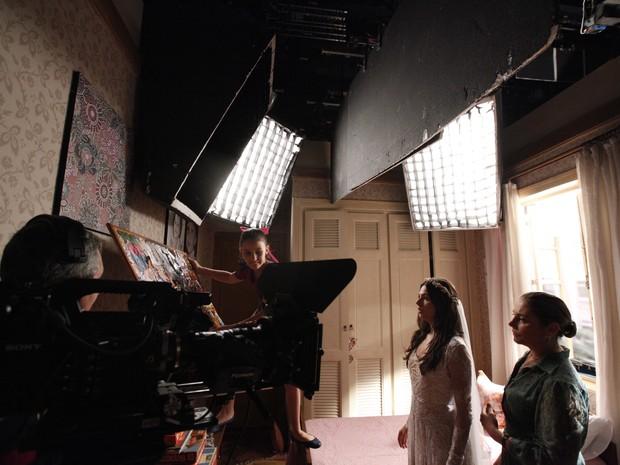 Giovanna, Isis e Heloísa rodam primeiras cenas da novela (Foto: Inácio Maraes/Gshow)