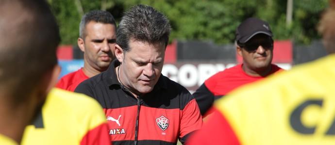 Argel conversa com elenco do Vitória (Foto: Moysés Suzart /Divulgação/EC Vitória)