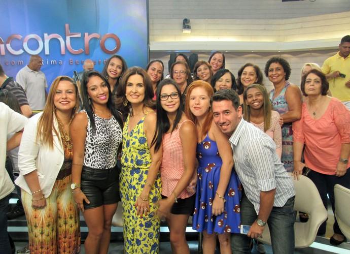 A apresentadora ao lado da plateia do programa  (Foto: Carolina Morgado/Gshow)