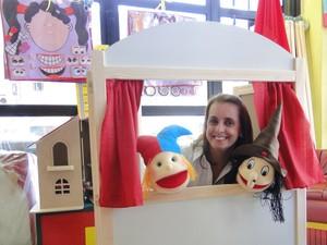 Ana Luísa Pires trabalha com brinquedos de madeira há 16 anos (Foto: Alex Araújo/G1)