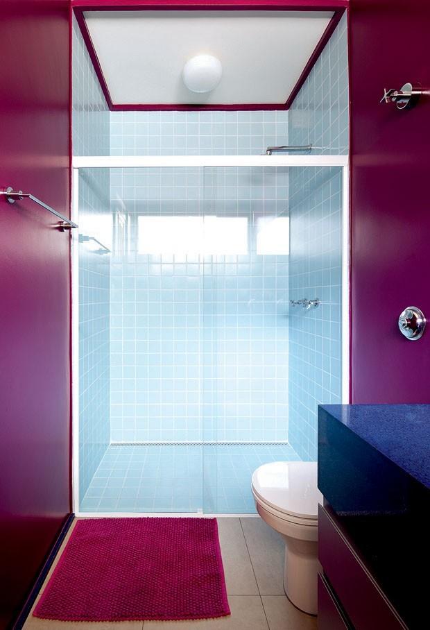 12 banheiros escuros que esbanjam personalidade  (Foto: Divulgação)