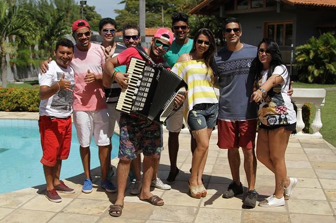 'Programão' e banda Minamora em clima de férias (Foto: Gshow/Rede Clube)