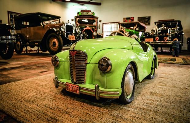 Austin J40 foi lançado em 1950 e já tinha buzinas funcionais (Foto: Leo Cavallini)