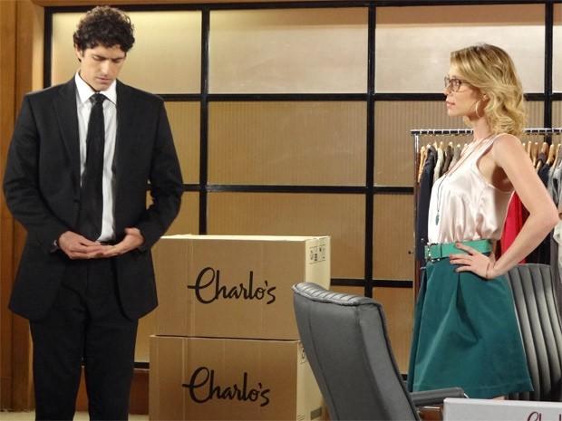 Nando fica visivelmente perturbado ao lado de Juliana (Foto: Guerra dos Sexos / TV Globo)
