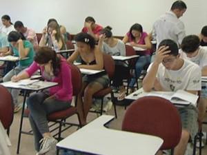 Alunos fazem prova neste domingo na UnB, em Brasília  (Foto: Reprodução/ TV Globo)