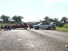 Moradores pedem melhorias em estradas e fecham trecho da TO-416