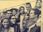 Fernanda de Freitas abre o baú e mostra foto com famosos em 2002